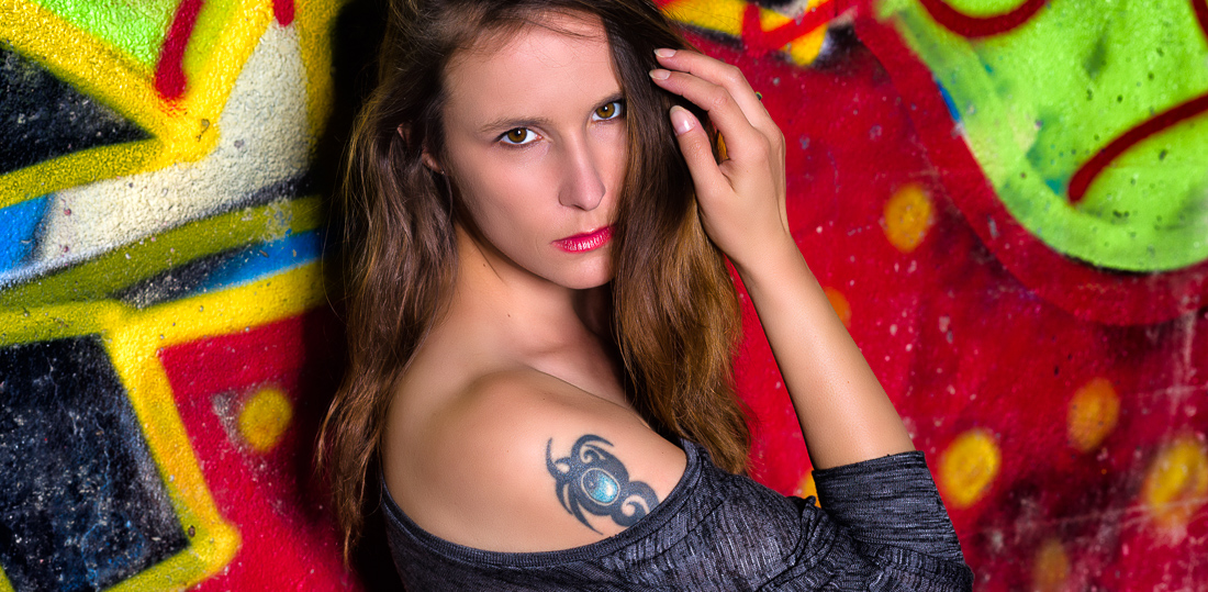 Kreatives Portrait Outdoor Fotoshooting mit Tattoo